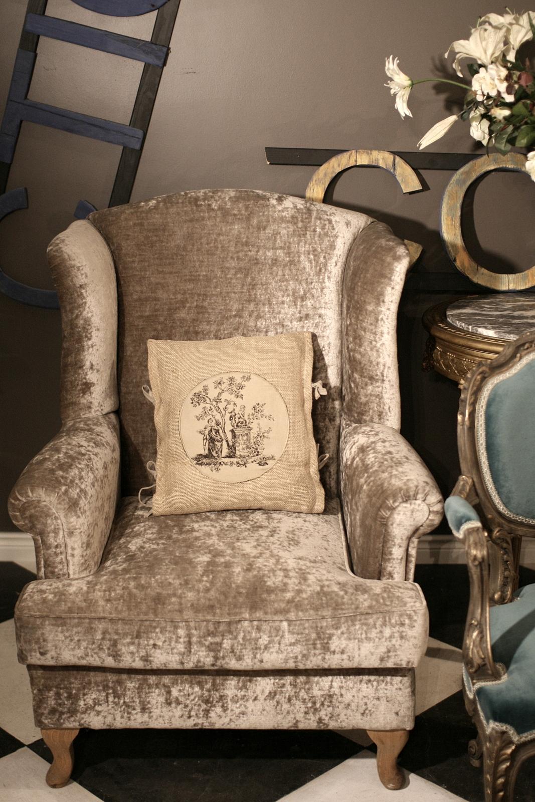 Fotel Uszak Nowa Replika Angielskiego Fotela Atelier Emerald